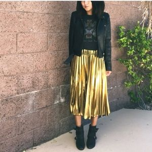 Gold Foil Pleated Midi Skirt. Large. New